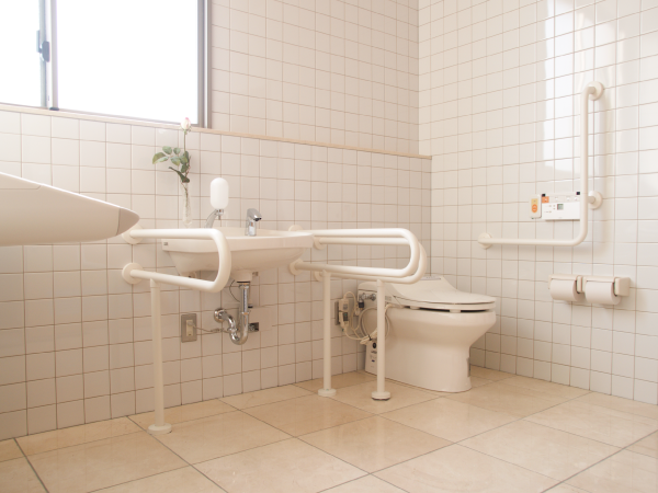 ナーシングホーム(介護付有料老人ホーム) オリーブの郷のトイレの写真